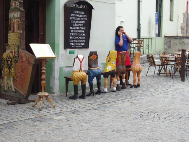 Ресторан со стульями в Чешском Крумлове