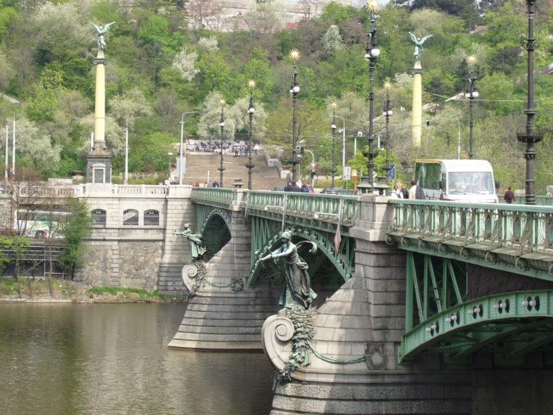 Чехов мост в Праге летом