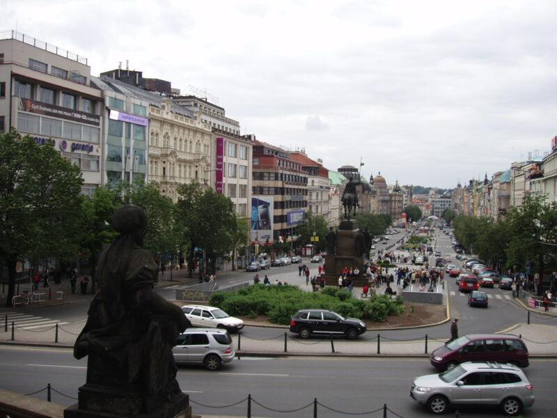 Прага Вацлавская площадь летом