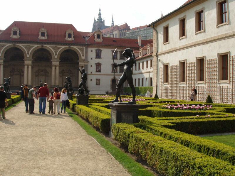Вальдштейнский сад в Праге летом