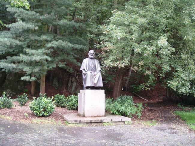 Памятник Карлу Марксу в Карловых Варах