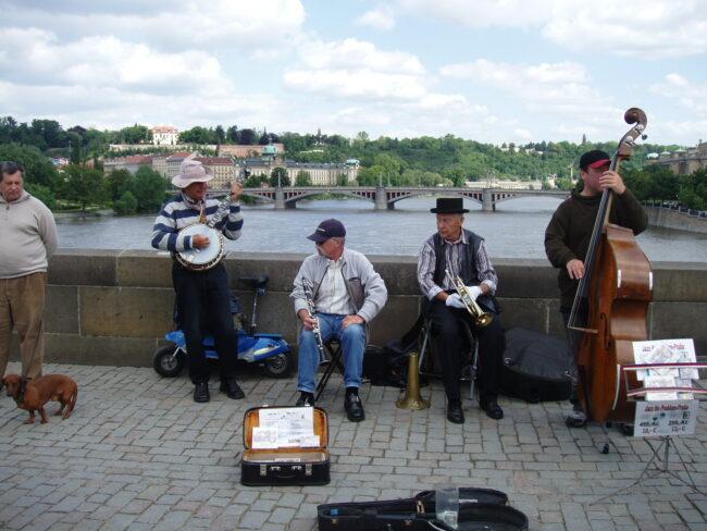Прага. Музыканты на Карловом мосту