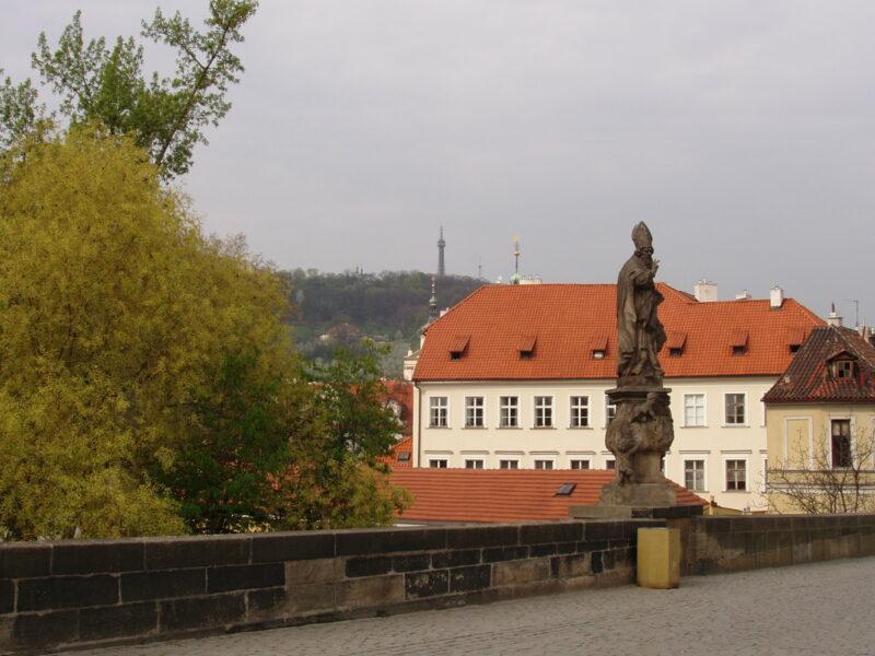 Статуя Святой Войтех на Карловом мосту