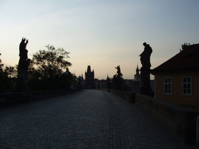 Рассвет на Карловом мосту
