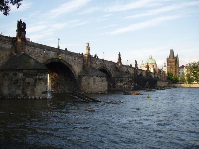 Вид Карлова моста с воды летом