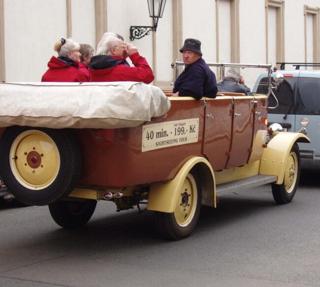 Экскурсии на ретро-автомобиле в Праге