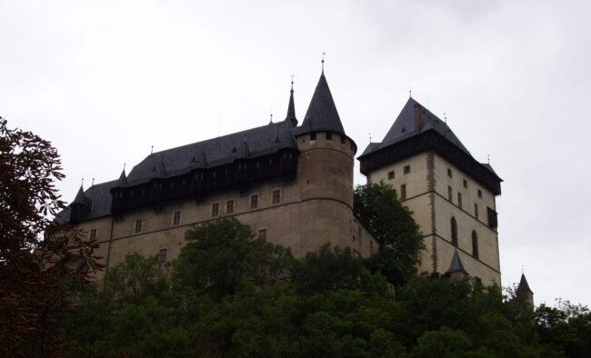 Замок Карлштейн летом
