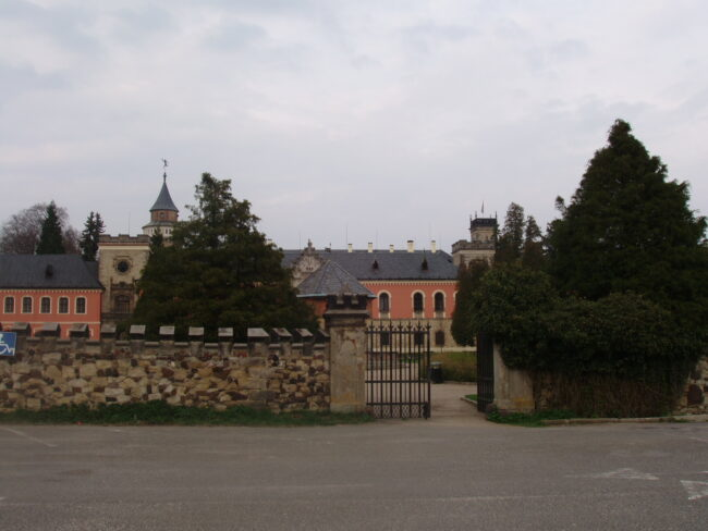 Вход в замок Сихров