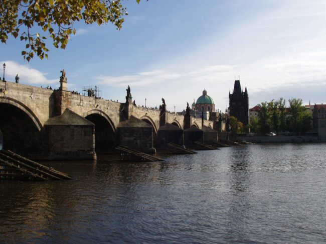 Карлов мост летом