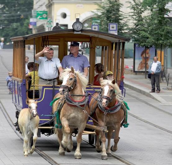 старый трамвай на конной тяге в чехии